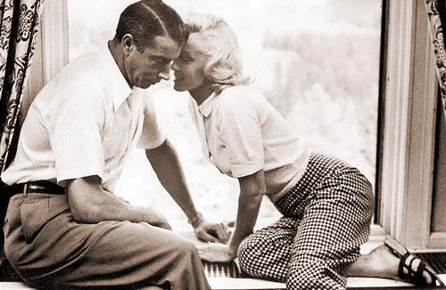 Baseball great Joe DiMaggio with Marilyn Monroe