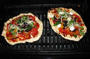 grilling-pizza