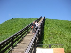 Two journalists ascend Etowah Mounds in Cartersville