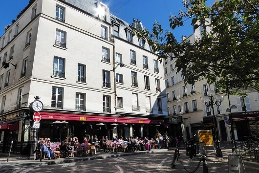 Place Contrescarpe. Photo Credit: (http://www.discoverparis.net/)